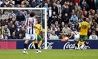 Photo: Mark Stephenson.<br /> West Bromwich Albion v Norwich City. Coca Cola Championship. 27/10/2007.Brom's Kevin Phillips ( R) heads in West Brom's 2ed goal