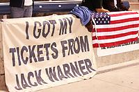 Fotball<br /> Foto: imago/Digitalsport<br /> NORWAY ONLY<br /> <br /> 10.09.2008  <br /> I got my tickets from Jack Warner - Fußballanhänger verrät in Anspielung auf Korruptionsvorwürfe, Länderspielkarten von Jack Austin Warner (Trinidad und Tobago) erhalten zu haben -