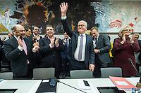 11 FEB 2017, BERLIN/GERMANY:<br /> Martin Schulz, SPD, Kanzlerkandidat, Sigmar Gabriel, SPD, Bundesaussenminister, Frank-Walter Steinmeier, SPD, Kandidat fuer das Amt des Bundespraesidenten, Thomas Oppermann, SPD Fraktionsvorsitzender, Christine Lamprecht, SPD, 1. Parl. Geschäftsfüherin, (v.L.n.R.), vor Beginn der SPD Fraktionssitzung am Vortag der Bundesversammlung, Reichstagsgebaeude, Deutscher Bundestag<br /> IMAGE: 20170211-02-029<br /> KEYWORDS: Applaus, applaudieren, klatschen