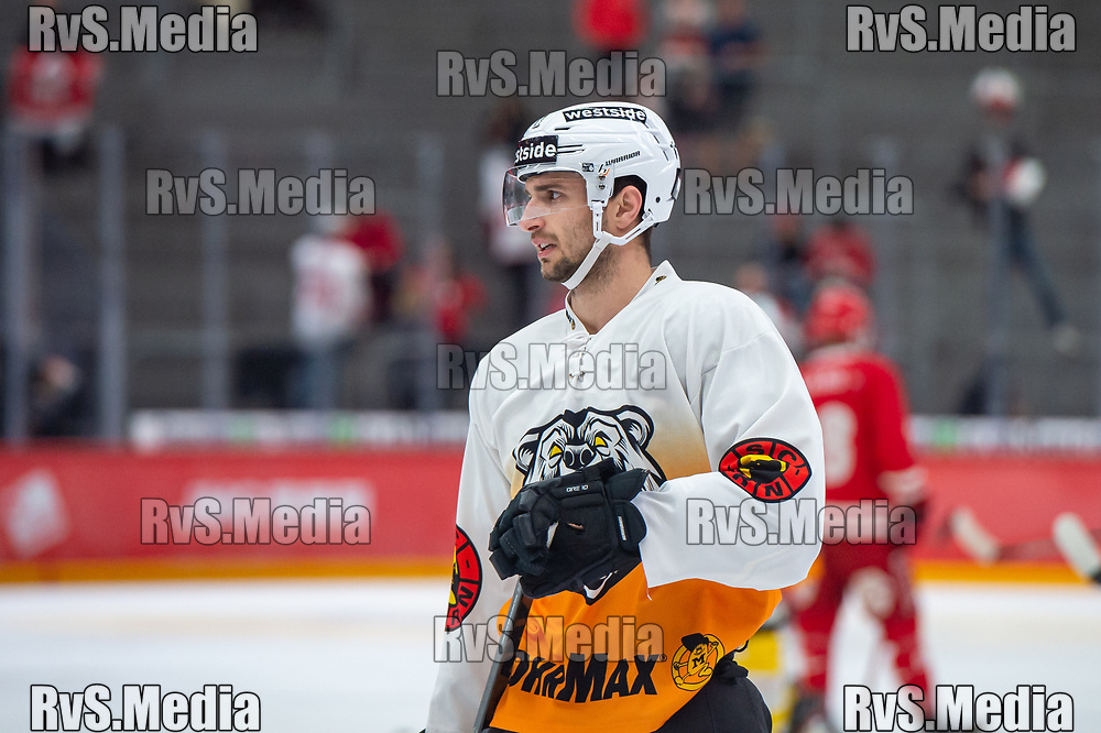 LAUSANNE, SWITZERLAND - SEPTEMBER 28: Alain Berger #11 of SC Bern warms up prior the Swiss National League game between Lausanne HC and SC Bern at Vaudoise Arena on September 28, 2021 in Lausanne, Switzerland. (Photo by Monika Majer/RvS.Media)