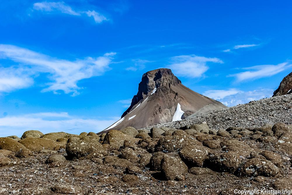 The peak Loðmundur, second highest in the Kerlingafjöll range In the central highlands.