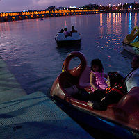 Evening boat trip in Isphahan.