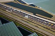 Nederland, Zuid-Holland, Zuidplaspolder, 20-03-2009; kassen ten Oosten van Zoetermeer (Gemeente Zevenhuizen-Moerkapelle), doorsneden door een infrabundel bestaande uit snelweg de A12 en de spoorlijn Den Haag - Gouda. Het kassengebied breidt zich steeds verder uit en vormt een bedreiging voor het landelijk gebied van de Randstad, het Groene Hart. The motorway and railroad cross the more and more expanding horticultural area with greenhouses. Swart collectie, luchtfoto (toeslag); Swart Collection, aerial photo (additional fee required).foto Siebe Swart / photo Siebe Swart