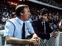 Fotball<br /> Barcelona Historie<br /> Foto: Colorsport/Digitalsport<br /> NORWAY ONLY<br /> <br /> 07.05.1986<br /> Co Trainer Allan Harris (li.) im Gespräch mit Trainer Terry Venables (beide Barca)