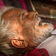 2016 10 14 Rishikesh Uttarakhand Indien<br /> Porträtt av en indisk man som sover<br /> <br /> ----<br /> FOTO : JOACHIM NYWALL KOD 0708840825_1<br /> COPYRIGHT JOACHIM NYWALL<br /> <br /> ***BETALBILD***<br /> Redovisas till <br /> NYWALL MEDIA AB<br /> Strandgatan 30<br /> 461 31 Trollhättan<br /> Prislista enl BLF , om inget annat avtalas.
