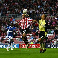 Photo: Andrew Unwin.<br /> Sunderland v Birmingham City. Coca Cola Championship. 09/08/2006.<br /> Sunderland's Stephen Elliott (C) competes bravely with Birmingham's Maik Taylor (R).