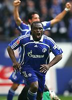 Fotball<br /> Bundesliga Tyskland<br /> 07.04.2007<br /> Foto: Witters/Digitalsport<br /> NORWAY ONLY<br /> <br /> Jubel 1:0 Gerald Asamoah Schalke<br /> <br /> Bundesliga FC Schalke 04 - Borussia Mönchengladbach