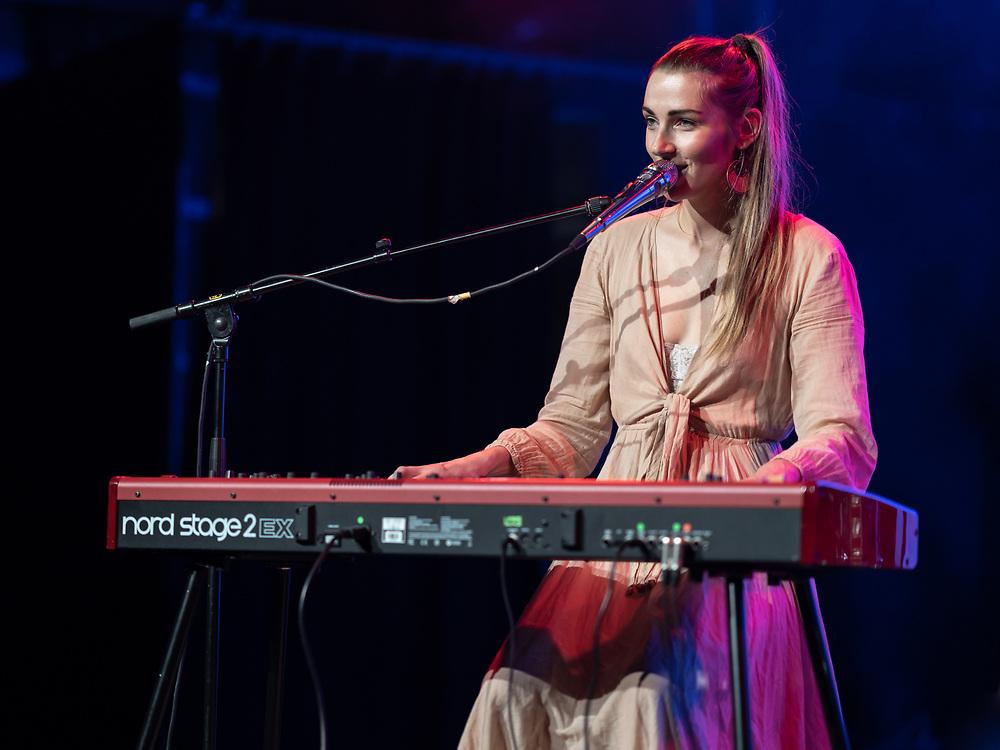 German singer-songwriter Lisa Who supporting Heather Nova at Im Wizemann in Stuttgart