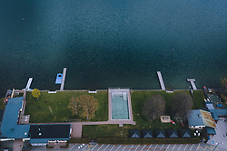 THEMENBILD - ein Schwimmbecken bei einem Strandbad am Zeller See, aufgenommen am 18. April 2020 in Zell am See, Österreich // a swimming pool a beach at the Zeller See, Zell am See, Austria on 2020/04/18. EXPA Pictures © 2020, PhotoCredit: EXPA/ JFK