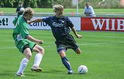 FODBOLD: Christian Pind (Helsingør) og Lasse Vigh (NKF) under kampen i Kvalifikationsrækken, pulje 1, mellem Elite 3000 Helsingør og Nivå-Kokkedal FK den 6. august 2006 på Helsingør Stadion. Foto: Claus Birch