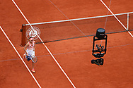 Sofia KENIN (USA) received cares by strapping her left thigh and returned to play on the clay of Philippe Chatrier stadium during the Roland Garros 2020, Grand Slam tennis tournament, women single final, on October 10, 2020 at Roland Garros stadium in Paris, France - Photo Stephane Allaman / ProSportsImages / DPPI