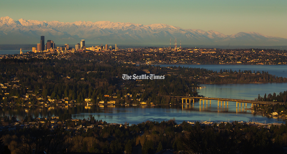 Although temperatures hovered in the low 30's, skies are crystal clear and the Seattle skyline looks beautiful in the early morning light. <br /> Ellen M. Banner / The Seattle Times