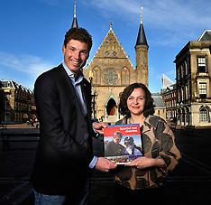 20120412 NED: Minister Schippers ontvangt eerste exemplaar Sportief met Diabetes BvdGF, Den Haag