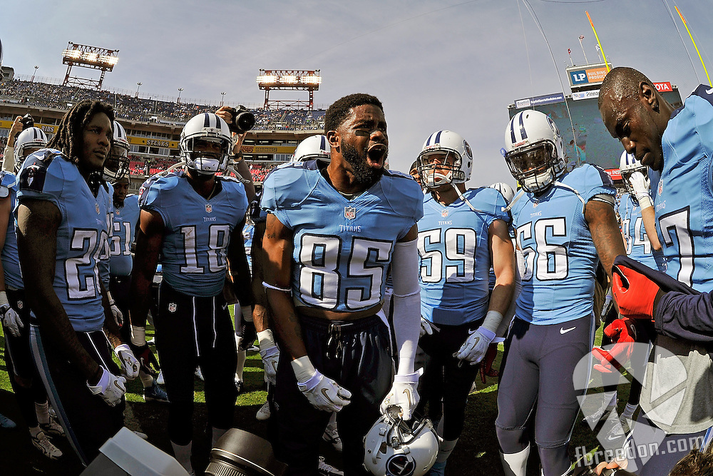 NASHVILLE, TN - NOVEMBER 04:  Nate Washington #85 of the Tennessee Titans give a motivational speech to teammates prior to a game against the Chicago Bears at LP Field on November 4, 2012 in Nashville, Tennessee.  (Photo by Frederick Breedon/Getty Images) *** Local Caption *** Nate Washington