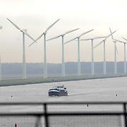 NLD/Huizen/20061013 - Windmolens langs het Gooimeer