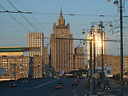 Blick ueber eine Moskwa-Bruecke auf das russische Aussenministerium am alten Arbat-Viertel in der russischen Hauptstadt Moskau.<br /> <br /> View over one Moskwa bridge to the Ministry of Foreign Affairs of the Russian Federaton located at the Old Arbat Quater in Moscow.