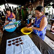 Making home-made chocolate. Tuzantán, Mexico.