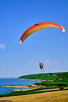 France, Manche (50), Cotentin, Cap de la Hague, Gréville-Hague, le Sentier Littoral ou GR223 // France, Normandy, Manche department, Cotentin, Cap de la Hague, Gréville-Hague, coastal path, paragliding