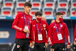 NICE, FRANCE - Wednesday, June 2, 2021: Wales' Rubin Colwill and team-mates on the pitch before an international friendly match between France and Wales at the Stade Allianz Riviera ahead of the UEFA Euro 2020 tournament. (Pic by Simone Arveda/Propaganda)