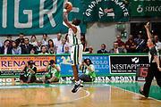 DESCRIZIONE : Siena Lega A 2008-09 Playoff Finale Gara 2 Montepaschi Siena Armani Jeans Milano<br /> GIOCATORE : Romain Sato<br /> SQUADRA : Montepaschi Siena<br /> EVENTO : Campionato Lega A 2008-2009 <br /> GARA : Montepaschi Siena Armani Jeans Milano<br /> DATA : 12/06/2009<br /> CATEGORIA : three points <br /> SPORT : Pallacanestro <br /> AUTORE : Agenzia Ciamillo-Castoria/G.Ciamillo