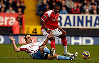 Photo: Alan Crowhurst.<br />Charlton Athletic v Aston Villa. The Barclays Premiership. 30/12/2006. Charlton's Darren Bent (R) challenges with Gavin McCann.