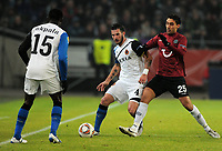 Fotball<br /> Tyskland<br /> 16.02.2012<br /> Foto: Witters/Digitalsport<br /> NORWAY ONLY<br /> <br /> v.l. Carl Hoefkens, Mohammed Abdellaoue (96)<br /> Europa League, Sechzehntelfinale, Hinspiel, Hannover 96 - FC Brügge