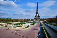 France, Paris (75), les jardins du Trocadéro devant la Tour-Eiffel durant le confinement du Covid 19 // France, Paris, the Trocadéro gardens in front of the Eiffel Tower during the containment of Covid 19