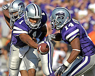 Kansas State quarterback Josh Freeman (1) hands off to running back Leon Patton (14) against Oklahoma State at Bill Snyder Family Stadium in Manhattan, Kansas, October 7, 2006.  The Wildcats beat the Cowboys 31-27.<br />