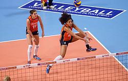 09-01-2016 TUR: European Olympic Qualification Tournament Rusland - Nederland, Ankara<br /> De strijd om Rio of Japan / Anne Buijs #11, Celeste Plak #4