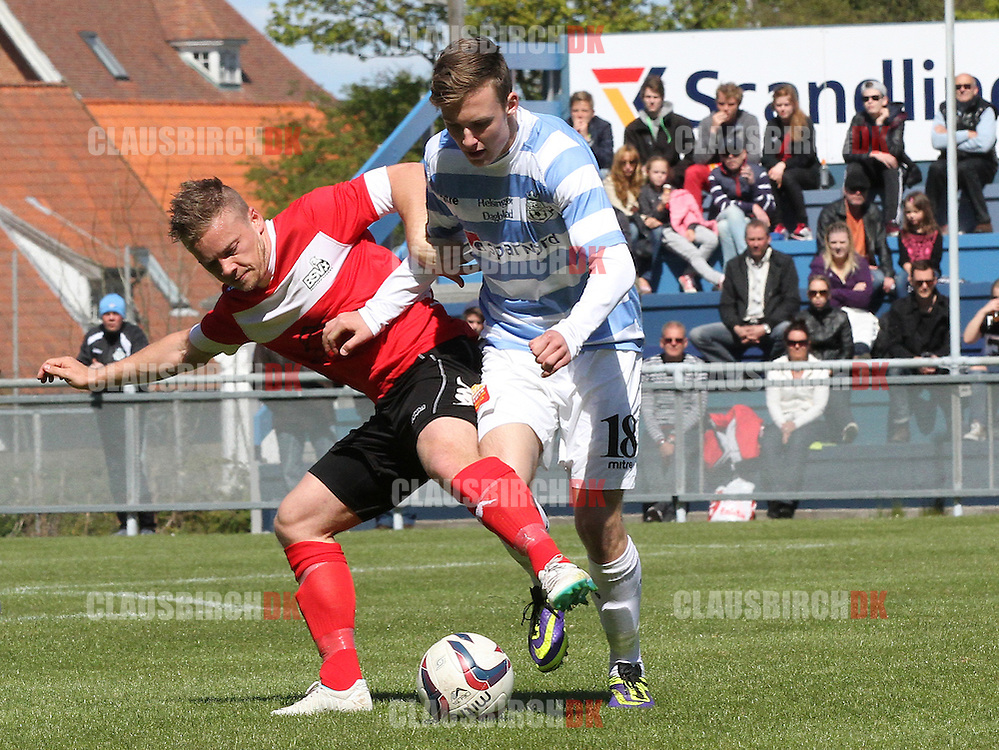 FODBOLD: Theis Jensen (BSV, #5) forsøger at stoppe Nicklas Skou (FC Helsingør, #18) under kampen i 2. Division Øst mellem FC Helsingør og BSV den 4. maj 2014 på Helsingør Stadion. Foto: Claus Birch