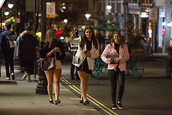 © Licensed to London News Pictures.  16/04/2021. London, UK. Members of the public make the most of Friday night in Covent Garden, Central London. Earlier this week Lockdown restrictions were eased to allow non essential retail and outdoor dining to reopen. Photo credit: Marcin Nowak/LNP