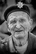 Nederland, Nijmegen, 4-6-2019Clifford Stump ,een van de laatst levende veteranen die in september 1944 tijdens operatie Market Garden de Nijmeegse Waalbrug veroverden na in canvasbootjes de Waal te zijn overgestoken en daarbij bijna 20% van de manschappen verloren. Vandaag ging hij voor de laatste keer de Waal over, nu via de nieuwe brug over de Waal,Oversteek, the Crossing .Foto: Flip Franssen