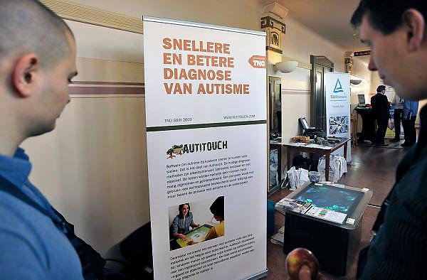 Nederland, Nijmegen, 15-3-2012Op een medisch congres staat een bedrijf dat autisme vaststelt via een softwareprogramma op de computer.Foto: Flip Franssen