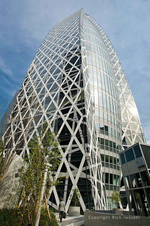Exterior view of Modo Gakuen Cocoon Tower, Shinjuku district, Tokyo, Japan