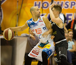 17.05.2015, Walfersamhalle, Kapfenberg, AUT, ABL, ece Bulls Kapfenberg vs magnofit Guessing Knights, 3. Semifinale, im Bild Ian Boylan (Kapfenberg) Thomas Klepeisz (Guessing) // during the Austrian Basketball League, 3th semifinal, between ece Bulls Kapfenberg and magnofit Guessing Knights at the Sportscenter Walfersam, Kapfenberg, Austria o00000n 2015/05/17, EXPA Pictures © 2015, PhotoCredit: EXPA/ Dominik Angerer