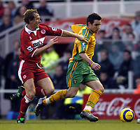 Fotball<br /> Premier League 2004/05<br /> Middlesbrough v Norwich<br /> 28. desember 2004<br /> Foto: Digitalsport<br /> NORWAY ONLY<br /> Norwich's Jim Brennan (R) takes on Middlesbrough's Ray Parlour