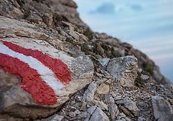 THEMENBILD - die rot weiß rote Flagge auf einem Stein markiert einen Wanderweg in Österreich. Die Grossglockner Hochalpenstrasse verbindet die beiden Bundeslaender Salzburg und Kaernten mit einer Laenge von 48 Kilometer und ist als Erlebnisstrasse vorrangig von touristischer Bedeutung, aufgenommen am 06. August 2018 in Fusch an der Glocknerstrasse, Österreich // the red white red flag on a stone marks a hiking trail in Austria. The Grossglockner High Alpine Road connects the two provinces of Salzburg and Carinthia with a length of 48 km and is as an adventure road priority of tourist interest, Fusch an der Glocknerstrasse, Austria on 2018/08/06. EXPA Pictures © 2018, PhotoCredit: EXPA/ Stefanie Oberhauser
