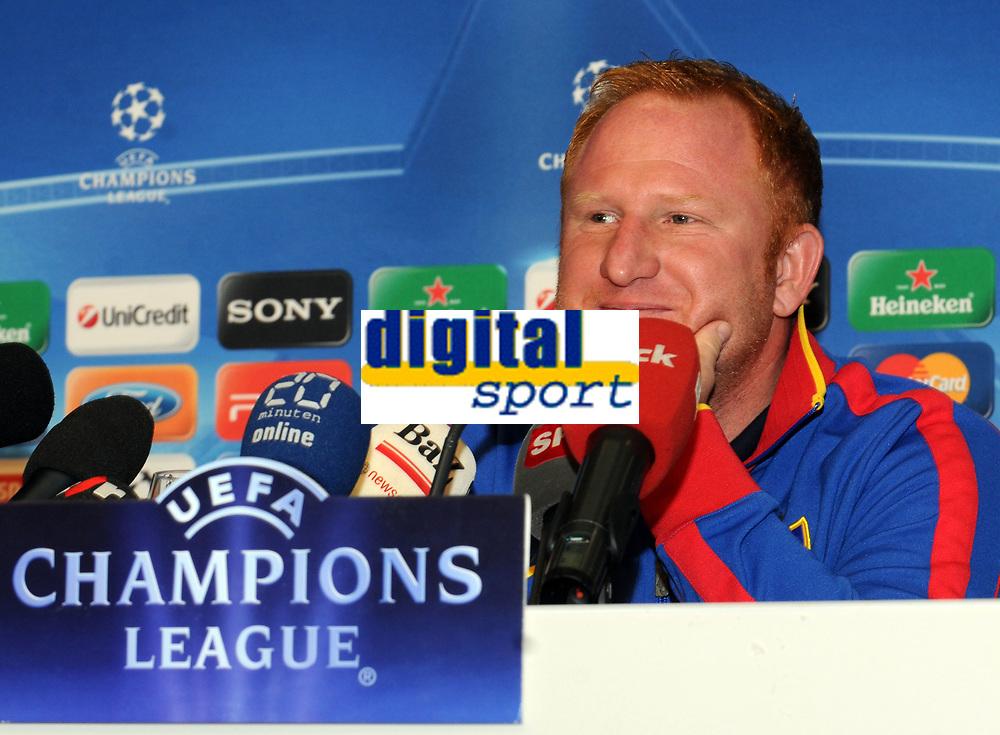 06.12.2011, Basel, Fussball Champions League - FC Basel - Manchester United, Pressekonferenz FC Basel. Chef-Trainer Heiko Vogel (Roman Aeschbach/EQ Images)