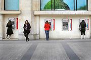 Frankrijk, Parijs, 28-3-2019Filiaal van de bank HSCB  met geldautomatenFoto: Flip Franssen/Hollandse Hoogte