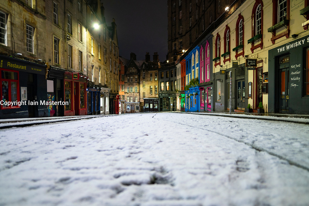 Edinburgh, Scotland, UK. 21 January 2020. Scenes taken between 4am and 5am in Edinburgh city centre after overnight snow fall. Pic; Victoria Street in the Old Town. Iain Masterton/Alamy Live News
