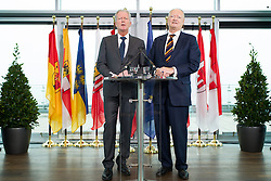 11.01.2016, Ares Tower, Wien, AUT, ÖVP, Pressekonferenz anlässlich der Sitzung der Bundesparteileitung. im Bild v.l.n.r. Vizekanzler und Bundesparteiobmann Reinhold Mitterlehner (ÖVP) und Präsidentschaftskandidat der ÖVP Andreas Khol // f.l.t.r. Vice Chancellor of Austria and Minister of Science and Economy Reinhold Mitterlehner (OeVP) and candidate for presidential election Andreas Khol  during press conferenc of the austrian people' s party at Ares Tower in Vienna, Austria on 2016/01/11. EXPA Pictures © 2016, PhotoCredit: EXPA/ Michael Gruber
