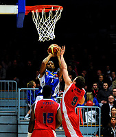 Basket<br /> 29. Mars 2009<br /> 4. finalekamp i sluttspillet<br /> Ulriken - Tromsø 78 - 66<br /> Ronald Timus , Tromsø<br /> Peter Bullock , Ulriken<br /> Arne Danielsen , Ulriken<br /> Foto : Astrid M. Nordhaug