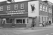Nederland, Tiel,15-10-1985De bedrijfswinkel van de Betuwe, een fruitverwerkingsbedrijf met als symbool Flipje.Het bedrijf bestaat 100 jaar.Foto: Flip Franssen/Hollandse Hoogte