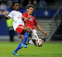 Fotball<br /> Tyskland<br /> Foto: Witters/Digitalsport<br /> NORWAY ONLY<br /> <br /> 01.10.2009<br /> <br /> 3:1 Tor HSV Elia v.l. Eljero Elia HSV, Dani Bondarv<br /> <br /> Europa League Hamburger SV - Hapoel Tel Aviv