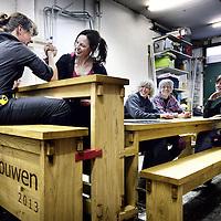 Nederland, Amsterdam , 22 mei 2013..n.a.v. hun 30 jarig bestaan schenken de meubelmaaksters genaamd Vakvrouwen een door hun zelf ontworpen tafel aan het Westerpark..Foto:Jean-Pierre Jans