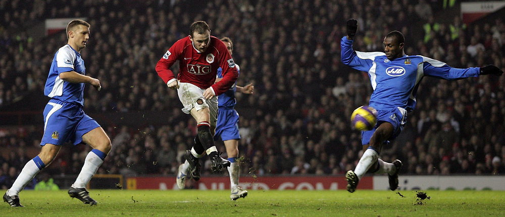 Photo: Paul Thomas.<br /> Manchester United v Wigan Athletic. The Barclays Premiership. 26/12/2006.<br /> <br /> Wayne Rooney (Red) shoots for goal, but has no luck in scoring today.