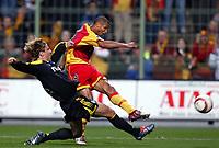 Fotball<br /> Frankrike 2004/05<br /> Lens v Olympique Marseille<br /> 24. oktober 2004<br /> Foto: Digitalsport<br /> NORWAY ONLY<br /> DANIEL COUSIN (LENS) / FREDERIC DEHU (OM)
