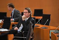 DEU, Deutschland, Germany, Berlin, 14.10.2020: Bundesverkehrsminister Andreas Scheuer (CSU) vor Beginn der 116. Kabinettsitzung im Bundeskanzleramt. Aufgrund der Coronakrise findet die Sitzung derzeit im Internationalen Konferenzsaal statt, damit genügend Abstand zwischen den Teilnehmern gewahrt werden kann.