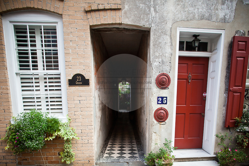 An alleyway between two homes in historic Charleston, SC.