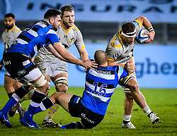 Tom Dunn of Bath Rugby attempts a tackle on Brad Shields of Wasps - Mandatory by-line: Andy Watts/JMP - 08/01/2021 - RUGBY - Recreation Ground - Bath, England - Bath Rugby v Wasps - Gallagher Premiership Rugby